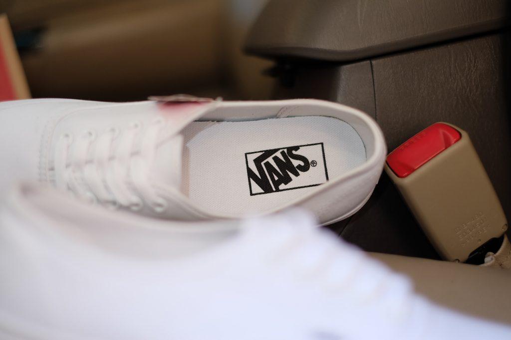 """VANS """"Authentic - True White"""" : Price 1,880.-"""