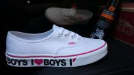 VANS: Authentic – I Love Boys แวนส์ : ออเท็นติค–ไอ เลิฟบอย สี: พื้นดำลายขาว/I Love Boys ราคา: 2,300.- ค่าส่ง: 100.- [EMS : 1-2 วันของถึงหน้าบ้านเลยครับ] รวม: 2,400.- Most Lovely! With The VANS […]