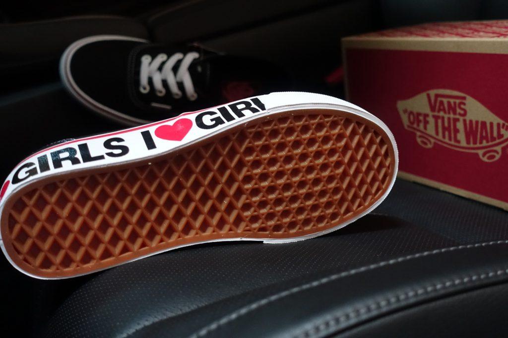 """รองเท้า VANS """"Authentic - I Love Girls"""" : Price 2,300.-"""