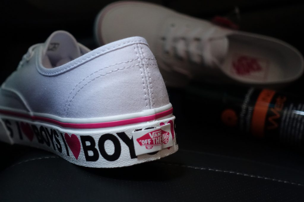 "รองเท้า VANS ""Authentic - I Love Boys"" : Price 2,300.-"