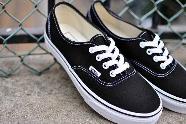 Vans Authentic - Black : 1,880.-