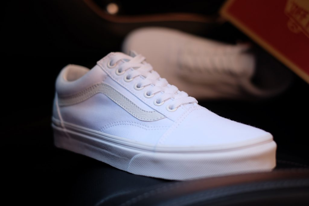 "VANS ""Old Skool - True White"" : Price 2,300.-"