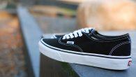 *** รองเท้า VANS รุ่นแรกของโลก! VANS : Authentic– Black สี : พื้นดำ ลายขาว ราคา : 1,880.- ค่าส่ง : 100.-(EMS : 1-2 วันของถึงหน้าบ้านครับ) รวม : 1,980.- Most Begin! With The VANS […]