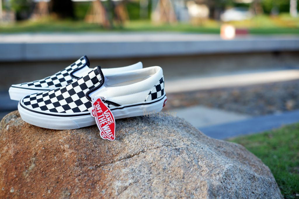 "VANS ""SlipOn Classic - Checkerboard Black/Off White Check"" : Price 1,880.-"