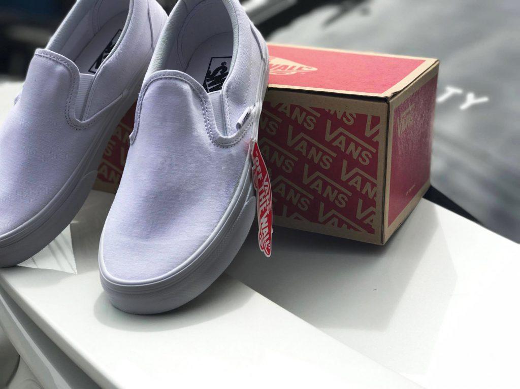 "VANS ""SlipOn Classic - True White"" : Price 1,880.-"