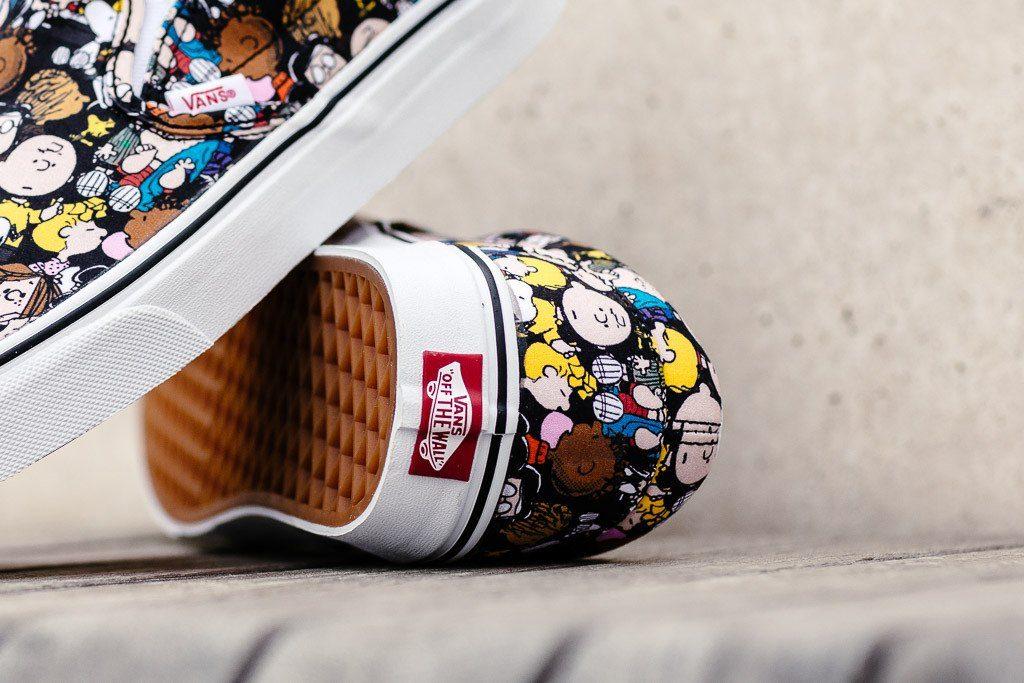 VANS lassic Slip-On (Peanuts) The Gang/black : Price 3,600.-