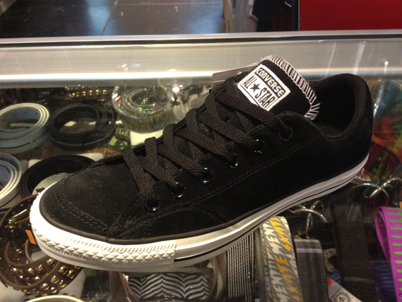 """CONS """"CT LS OX"""" - Black Skateboarder SUEDE : 2590.-"""