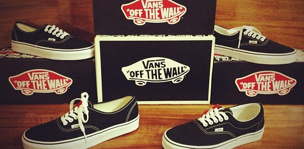 "Duo Classic! The VANS ""Authentic & Era"" – Black! [The Most Classic and Great Sneaker Since 1966 by Paul Van Doren @California, USA] Price : 1880.- & 2100.- by […]"