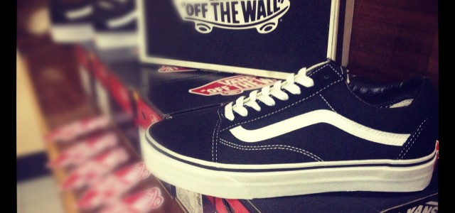 """ReStock Full size of VANS """"Old Skool – Black!"""" …The most classic and great sneaker since 1977 by Paul Van Doren @California, USA! : Price2100.- bath bywww.WeSneaker.com Available size […]"""
