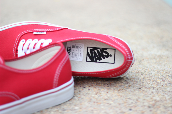"VANS ""Authentic - Red"" : 1680.-"