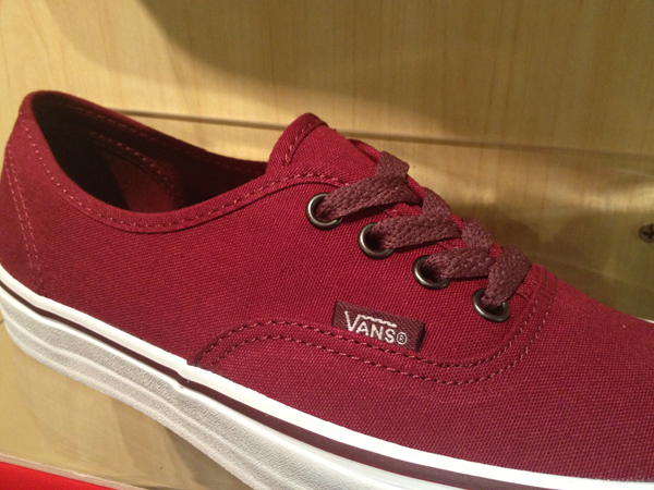 "VANS ""Authentic - Rumba Red/Port Royale"" : Price 1880.-"