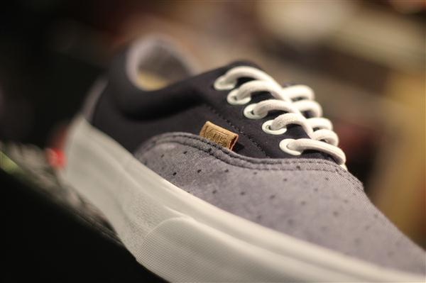 "VANS ""Era (CA Pack 2013) – Chambray Polka/Dress Blue"" : Price 2300.-"
