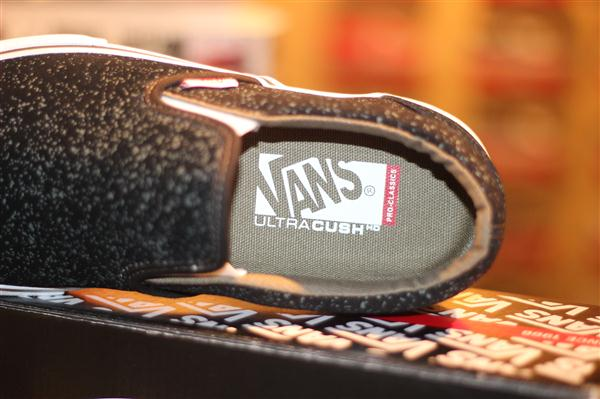 "VANS ""Slip On [PRO Classics] – (SPECKLED) Black"" : Price 2890.-"
