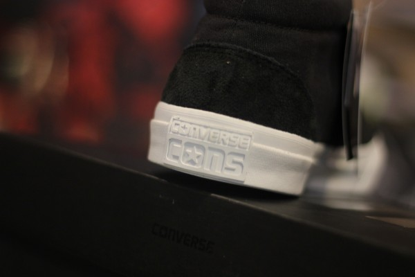 "CONS ""Skidgrip CVO Mid - Phantom/White"" : Price 200.-"