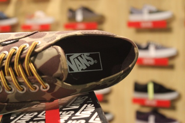 """VANS """"Authentic (Waxed Canvas) - Camo/Marshmallow"""" [Limited Edition!] : Price 2500.-"""