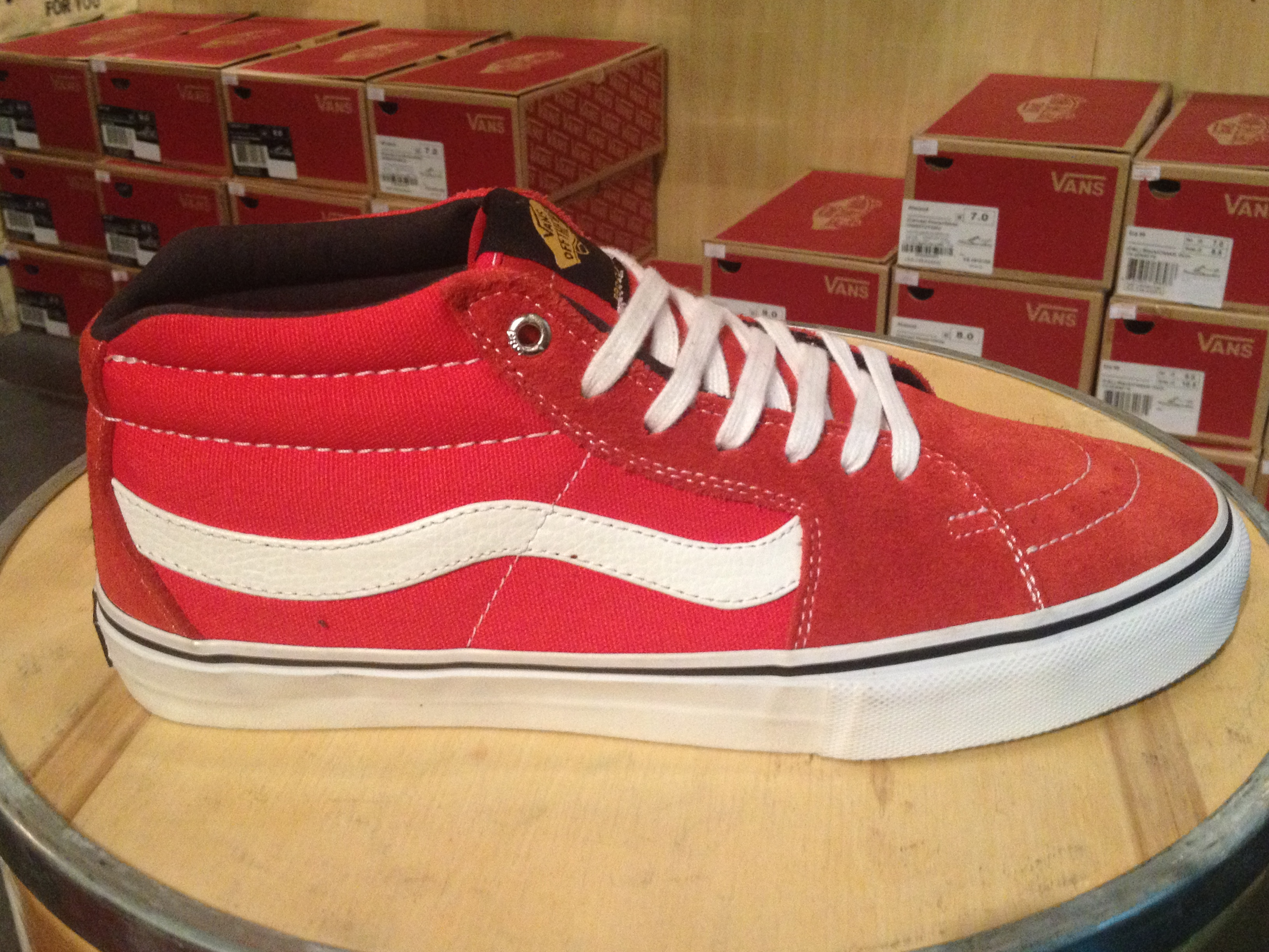 "9b43e97920 รองเท้า VANS ""SK8-Mid PRO – x (Black Label) Red""   Price 3290.-"