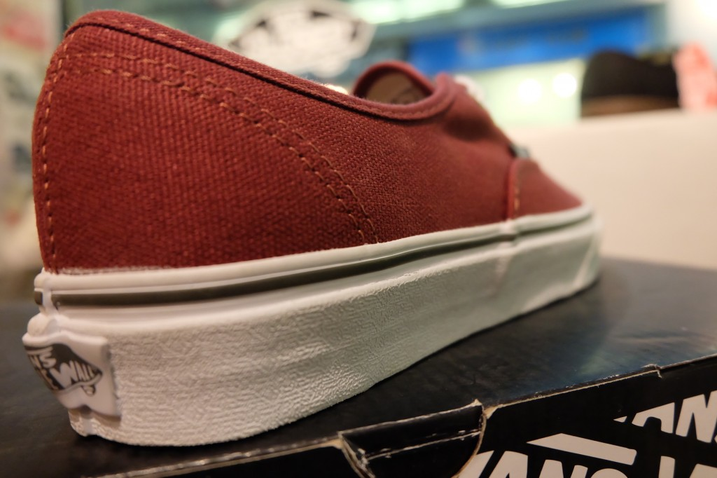 "รองเท้า VANS ""Authentic - (Rivet) Andorra/True White"" : Price 2,100.-"