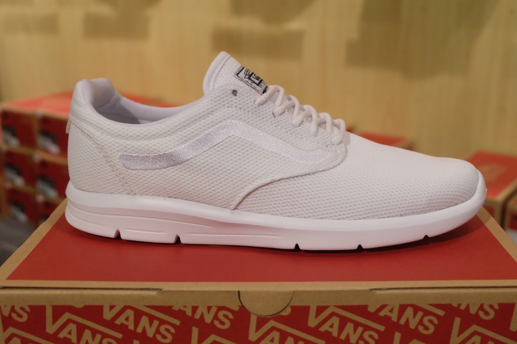 "รองเท้า VANS ""ISO 1.5 + (Mesh) White"" : Price 3,300.-"