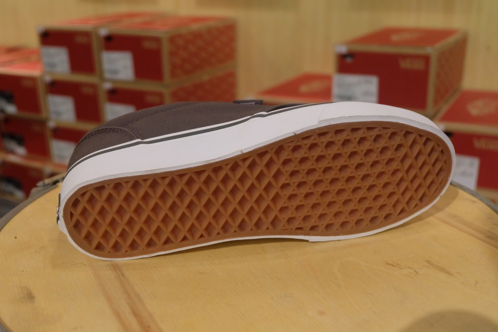"""VANS """"Atwood (Canvas) - Pewter/White"""" : Price 1,950.-"""