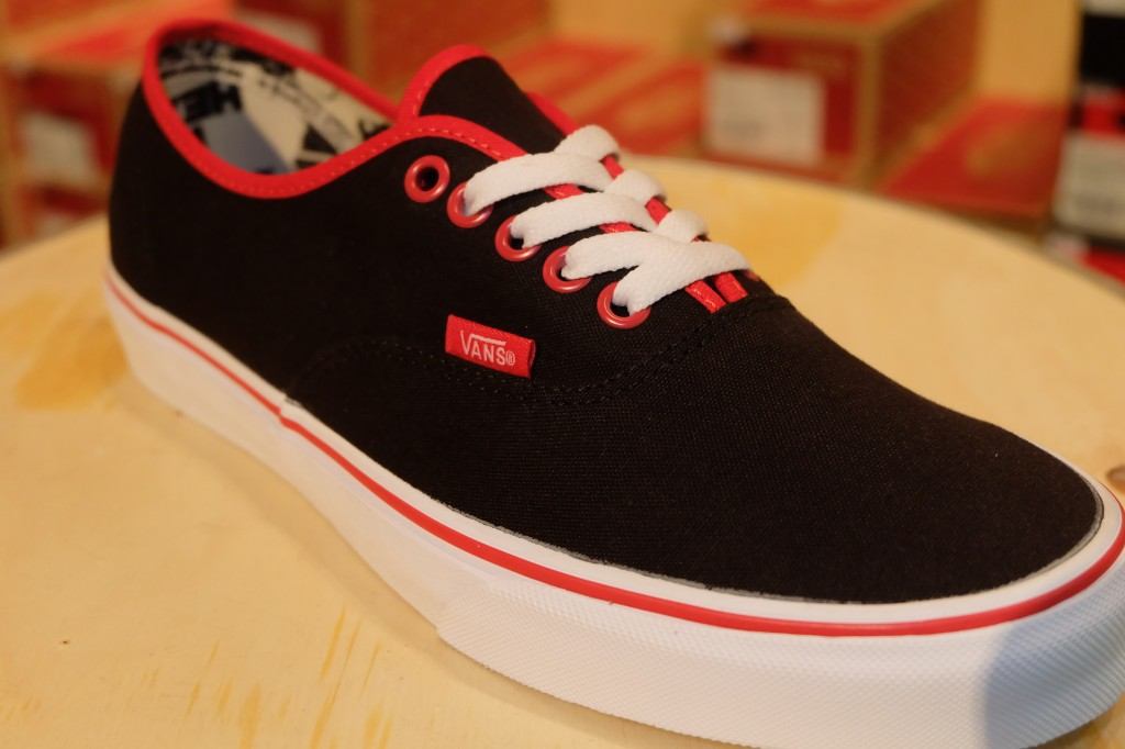 "VANS ""Authentic - (Binding Pop) Black/Racing Red"" : Price 2,390.-"