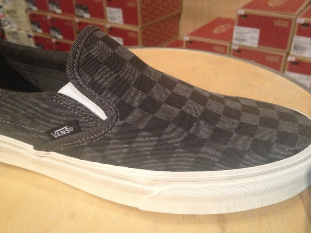 "VANS ""Classic Slip-On - (Overwashed) Black/Checker"" : Price 2,800.-"