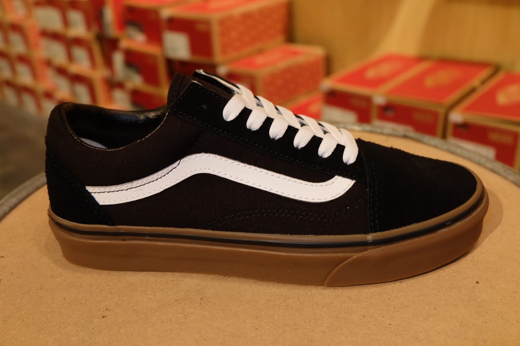 "รองเท้า VANS ""Old Skool - (Gumsole) Black/Medium Gum"" : Price 2,500.-"