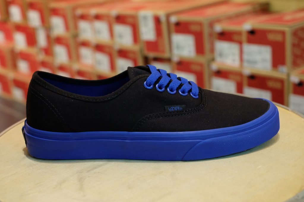 "VANS ""Authentic - (Pop Outsole) Black/True Blue"" : Price 1,950.-"