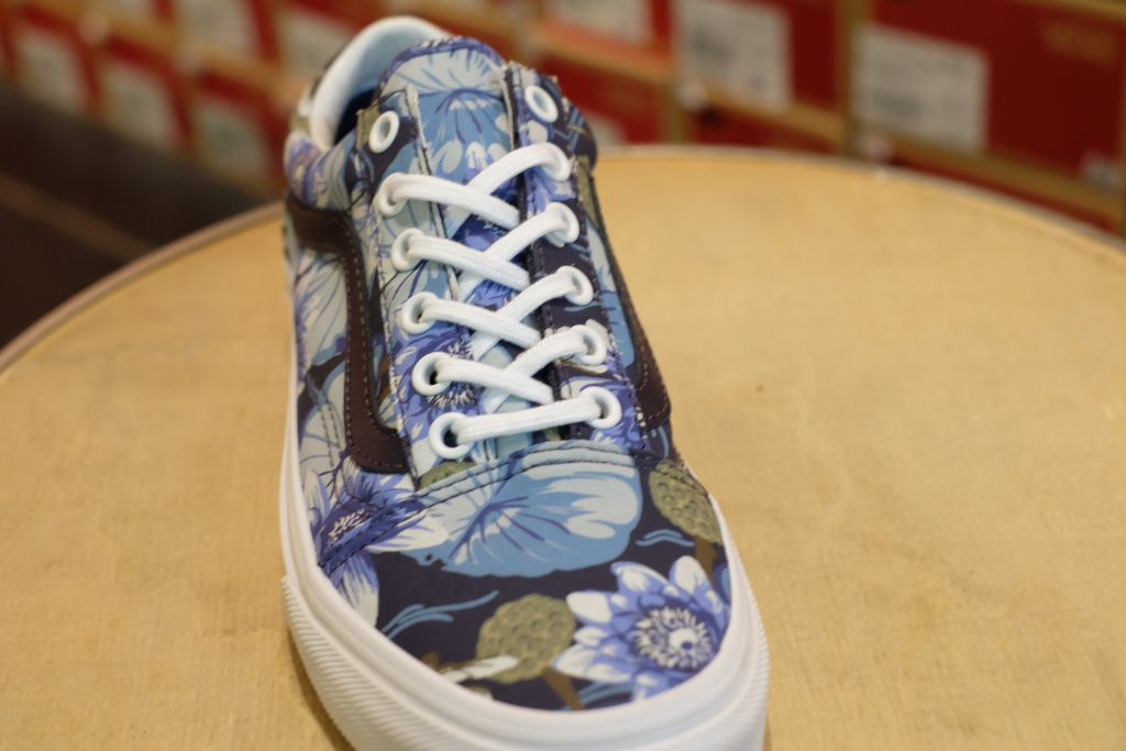 "VANS ""Old skool (Dragon Floral) - Parisian Night/True White"" : Price 3,000.-"