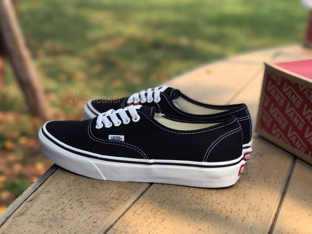 Vans Authentic - Black : 1,880.-