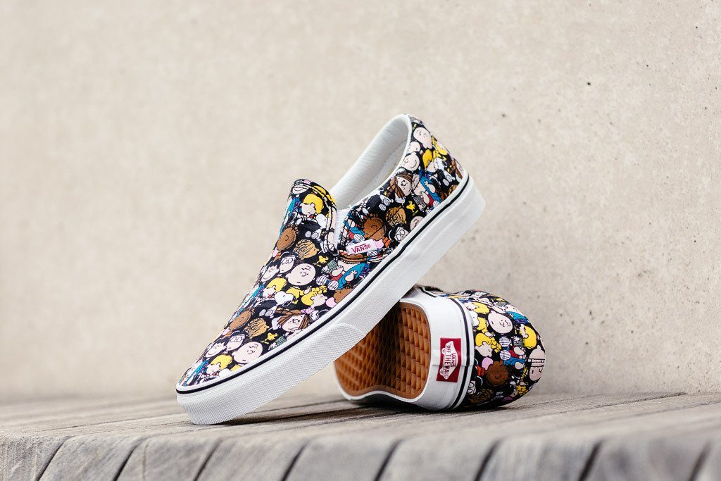 VANS lassic Slip-On (Peanuts) The Gang/black : Price 3,600.-
