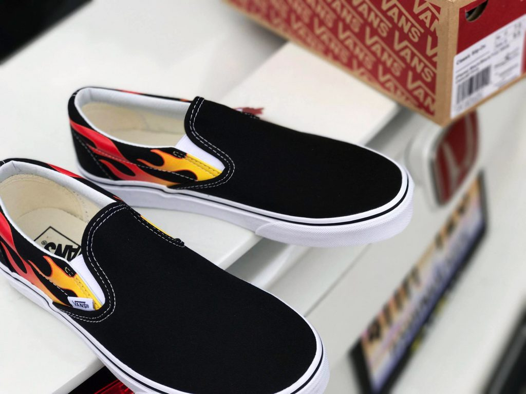 VANS Flame SlipOn - Black/Black/True White : Price 3,790.-