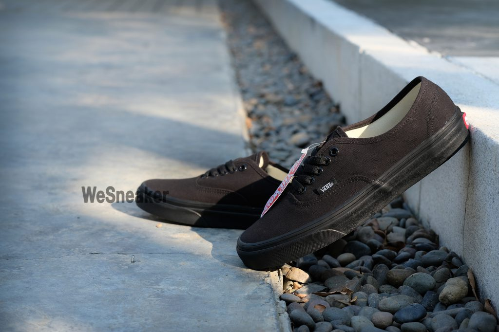 [VANS] Authentic - Black/Black : Price 1,880.-