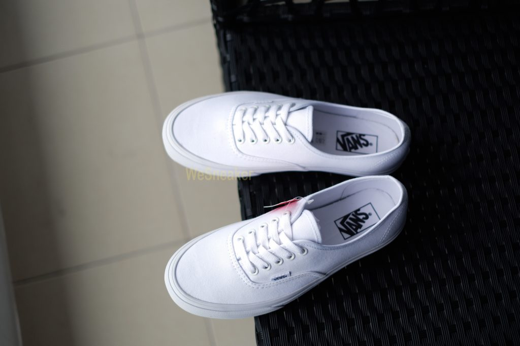 "VANS ""Authentic - True White"" : Price 1,880.-"