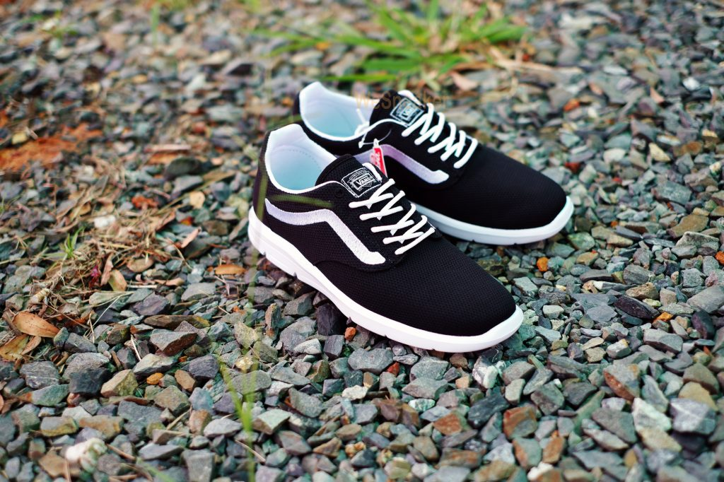 [VANS] ISO 1.5 + (Mesh) - Black/White : Price 3,490.-