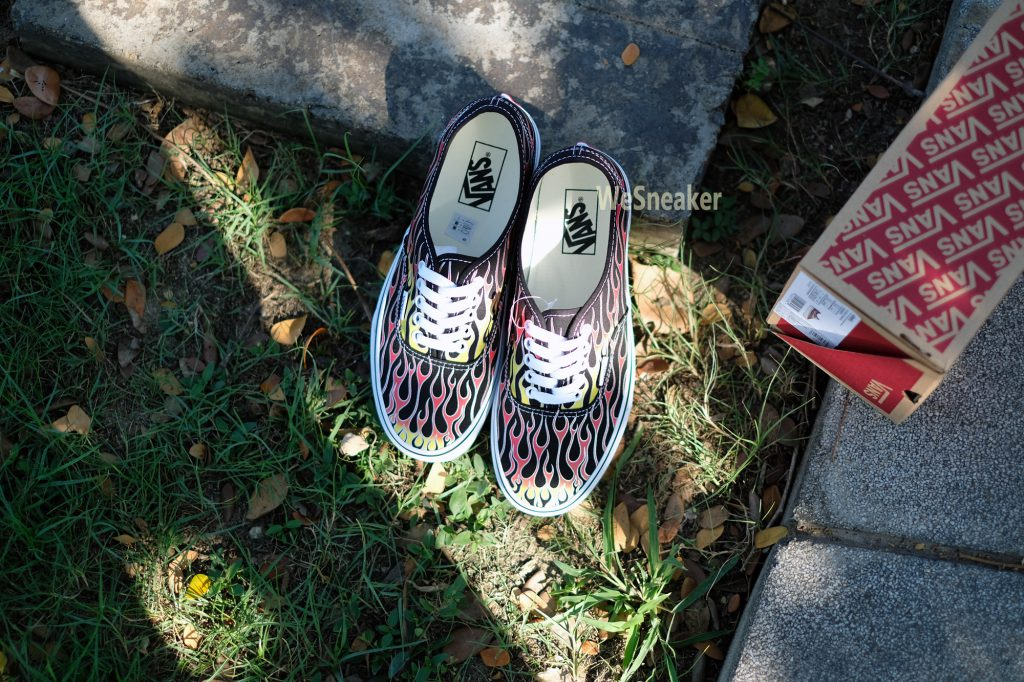 [VANS] Authentic (Mash Up) - Flame Black/True White : Price 2,500.-