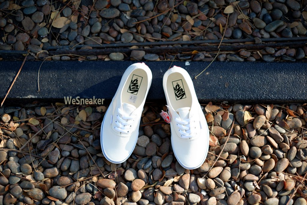[VANS] Authentic - Off White : Price 2,100.-