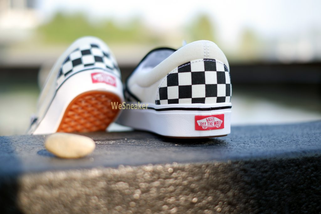 [VANS] Slip-On (ComfyCush) - Checkerboard Black/Off White : Price 2,800.-