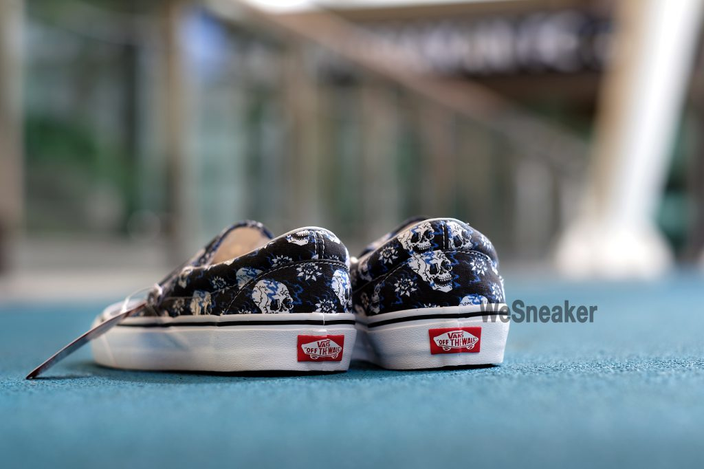 [VANS] Slip-On (Flash Skulls) - Black/True White : Price 2,300.-